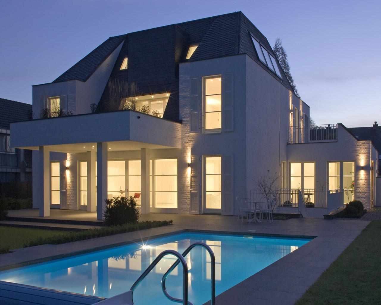Einfamilienhaus mit pool  Architekturbüro Angelika Hülser Stöhr: NEUBAU MIT INNENARCHITEKTUR